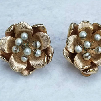 Vintage Marvella Signed Textured Goldtone Faux Pearl 3D Flower Clip On Earrings