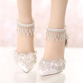The new summer white crystal wedding shoes with pointed high-heeled shoes a super fine bride buckle with Rhinestones sandals