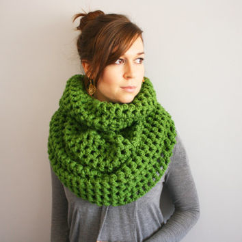 The Pike // Thick Crochet Cowl Warm Winter Scarf Thick Neckwarmer // Kelly Green // Made to Order