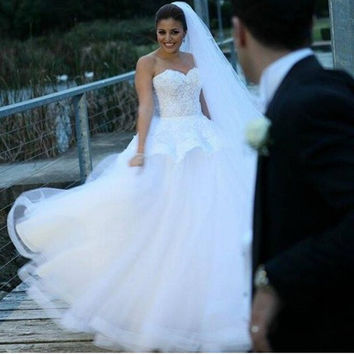 Exquist White Sweetheart Strapless Ball Gown Peplum Tulle Wedding Dress With Lace Bodice 2016 New Bridal Dress