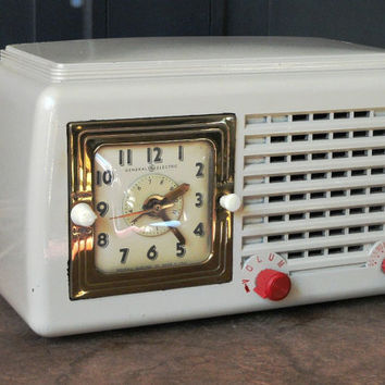 Vintage Alarm Clock Radio, Bakelite, Off White, General Electric, Model 50, 1946, Electronics, Collectible
