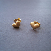 Simple gold heart post earring - everyday casual chic