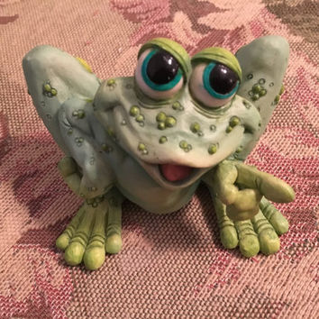 "Sprogz Frog Figurine,  Bullfrog Collectible, 1994 copyright, Signed A. Hull, Green Frog, Bulging Eyes, 3"" x 3"""