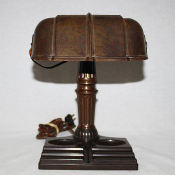 Vintage Art Deco Bakelite Bankers Desk Lamp from the 1930s.
