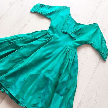 Amazing Emerald Green 1950s Dress With Full Skirt And Bow Detail