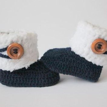 Crochet baby booties, baby shoes, girl, boy, white, navy, blue wooden button, winter boots Christening gift 0-12month  9cm,11cm