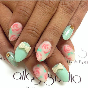 Antique Roses and Mint Pearls false nails