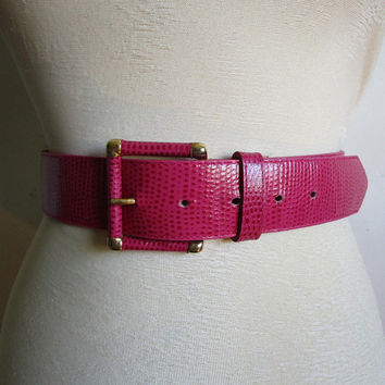 Vintage 1980s Leather Belt Emmanuel Hot Pink Lizard Grain Textured Leather 90s Gold Belt Medium Ceinture en Cuir Moyen