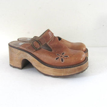 90s wooden clogs. chunky leather mules. womens platforms. women's shoes size 10