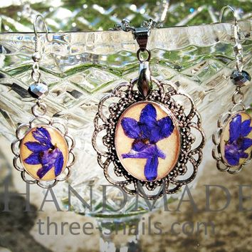 Couple jewelry sets. Earrings and pendant with a violet flowers «Francesco»