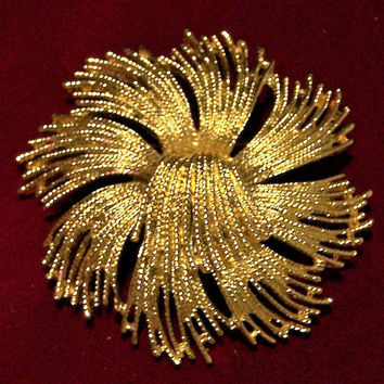 Monet Stylized Flower Pin, Large Floral Gold Tone Brooch, Mid Century Jewelry, Statement Piece 118