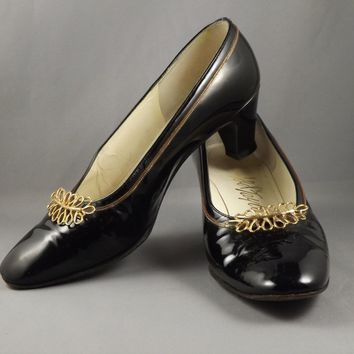 Vintage Mid Century  Margaret Jerold Black Patent Leather Pump Slip On Heels Metal LeafType Gold Design and Gold Chain Around Opening Size 7 B MCM