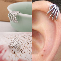 2Pieces Skeleton Hand Ear Cuff Silver Plated Ear Bone Personality Clip Earrings