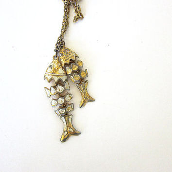 Vintage articulated fish necklace. 1960's double fish charm necklace. long gold chain necklace. Pisces fishing charms
