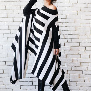 SALE NEW Black and White Stripe Asymmetric Tunic/Oversize Long Short Top/Extravagant Casual Tunic/Naked Shoulder Top/Stripe Plus Size Maxi T