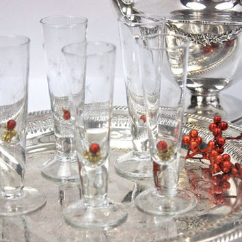 Vintage Glass Cordials / SET of 5 / Tapered Glass / Etched Star Design / Mid Century Glassware