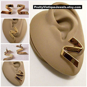 Monet Swirl Band Pierced Earrings Gold Tone Vintage Large Wide Zig Zag Smooth Ribbon