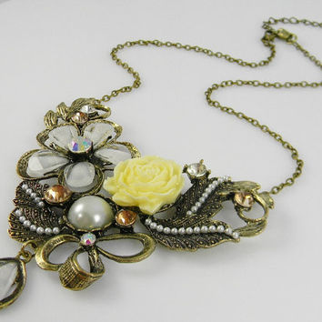 VINTAGE / Anthropologie Inspired Gold BIB Collar Necklace Pearls Roses Leaves