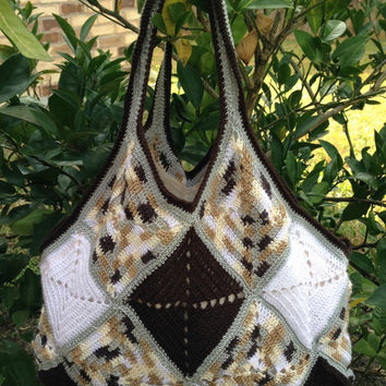 Large crochet handbag in brown gray white variegated granny squares, crochet bag, shoulder bag, purse, tote bag, patchwork, free US shipping
