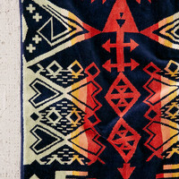 Pendleton Arrow Rival Oversized Towel | Urban Outfitters