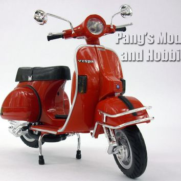 Vespa P200E Scooter 1/12 Scale Model by NewRay
