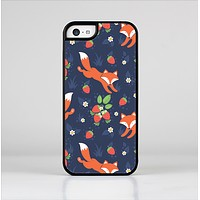 The Running Orange & Navy Vector Fox Pattern Skin-Sert Case for the Apple iPhone 5c