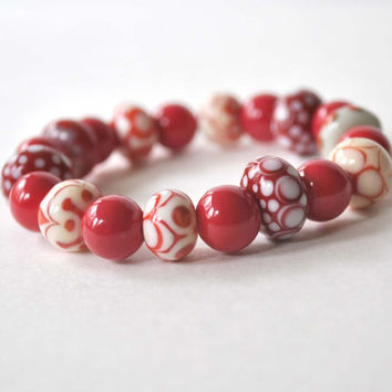 BLACK FRIDAY SALE Red and White Bracelet, Lampwork Jewelry, Glass Bead Bracelet, Stretch Bracelet