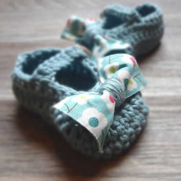 Blue Baby Booties with Floral Bow Tie by beliz82 on Etsy