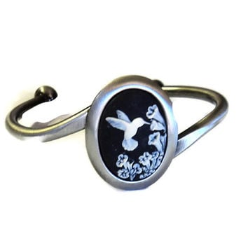 Bracelet Beautiful Antique Silver Cuff with 18x25mm Black and White Cameo Cab Hummingbird Flowers