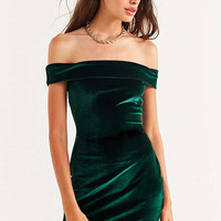 UO Off-The-Shoulder Velvet Bodycon Dress   Urban Outfitters