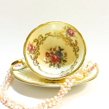Aynsley Tea Cup, Light Creamy Yellow, Gold Swags, Roses, Bone China, 1930s, Antique