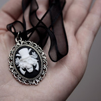 Cameo necklace skull, guns and roses