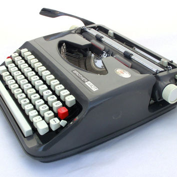 Vintage grey / graphite manual typewriter Brother 440T
