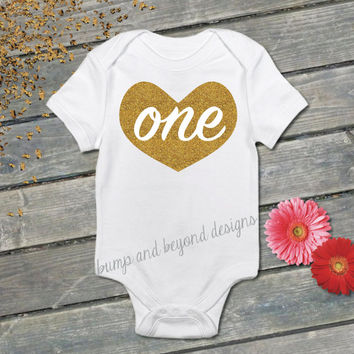 READY TO SHIP One Baby's First Birthday Shirt Gold Glitter Heart One 1st Birthday Outfit Baby Girl Bodysuit 011
