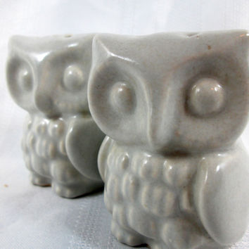 Vintage Pfaltzgraff Yorktowne Owl Salt and Pepper Shakers