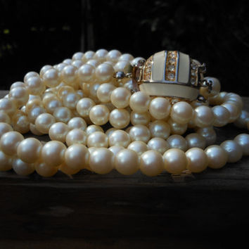 24 Inches Triple Strand Necklace 1980s Modern Jewelry Faux Pearl White Ivory Enamel Rhinestone Box Clasp Convertible Retro Fashion Vintage