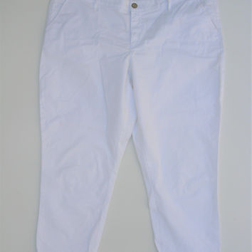 Gap Skinny Boyfriend Khakis Capri in Optic White 16R