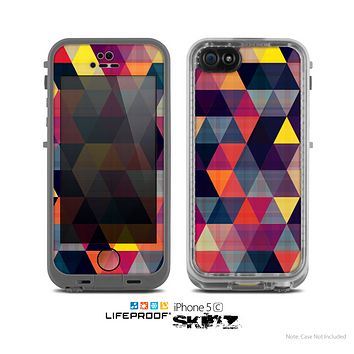 The Vector Triangular Coral & Purple Pattern Skin for the Apple iPhone 5c LifeProof Case