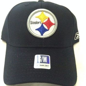 CREYONC. BRAND NEW PITTSTBURGH STEELERS REEBOK BLACK CURVED BRIM FLEXFIT FITTED HAT