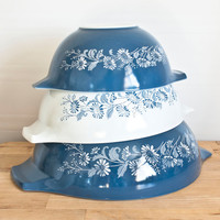 Pyrex Colonial Mist Cinderella Mixing Bowl Set, Blue and White Daisy Flower Print, Vintage Bakeware
