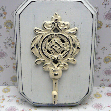 Ornate Medallion Cast Iron Shabby Chic Rustic Floral Hook Mounted on White Distressed Pine Wood Board Cottage Chic Key Leash Jewelry Hat Hk