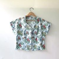 20% OFF SALE. 80s Cropped Shirt. Shirt w Birds. button front top. Cap sleeved top.