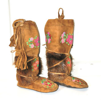 BEADED boho mukluks vintage 1970s 70s RETRO Native American First Nations authentic FUR hippie moccasin boots size 10 11