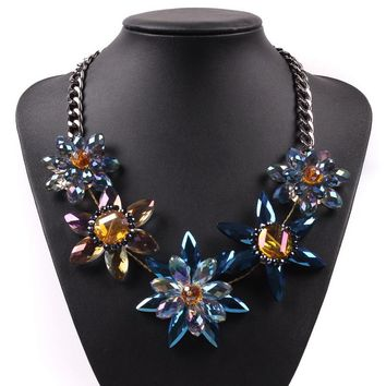 2017 New Model Fashion Autumn Elegant Jewelry Black Chain Brand Bib Statement Pendant Crystal Flower Luxury Necklace For Women
