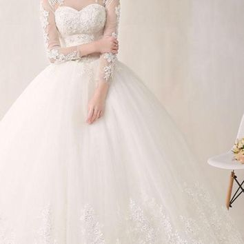 Elegant Scoop Neck Appliques Tulle Long Wedding Dresses Beaded Lace UP Ball Gown Wedding Gowns