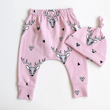 Pink baby harem pants and knot hat set with deer. Jersey knit with stag pattern. Knotted hat and leggings. Baby shower gift set. Pink stags