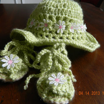 SPRING into SUMMER green Floppy hat and sandals set crocheted/pink daisy trim/READY to Ship/photo prop/Newborn/Beach hat/Free Shipping
