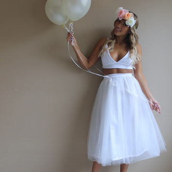 White tulle skirt, tulle skirt, tea length white tulle skirt, wedding reception dress, beach wedding dress,bridesmaids dress, wedding skirt.