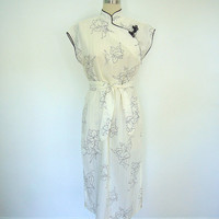 Vintage Dress / 1980s White Mandarin Chinese Day Dress / Asian Black Floral Print / Size Medium M