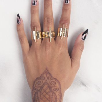 Tres Line Ring Set